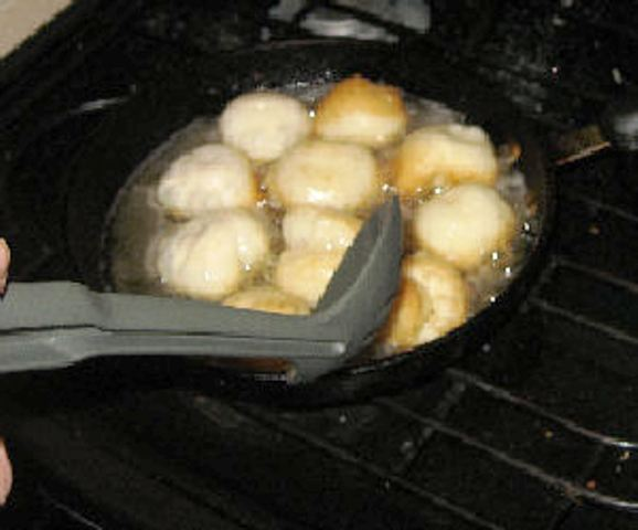 Frying the donut holes